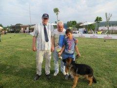 Küçük yarışmacımız ödülü ve can dostu köpeği ile birlikte